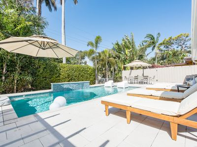 Waterfront luxury, paddle boards/kayak, King beds, private heated saltwater pool