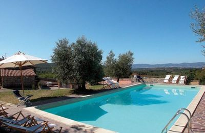 Photo for Lovely apartment in villa for 4 people with pool, WIFI, TV, patio, panoramic view and parking