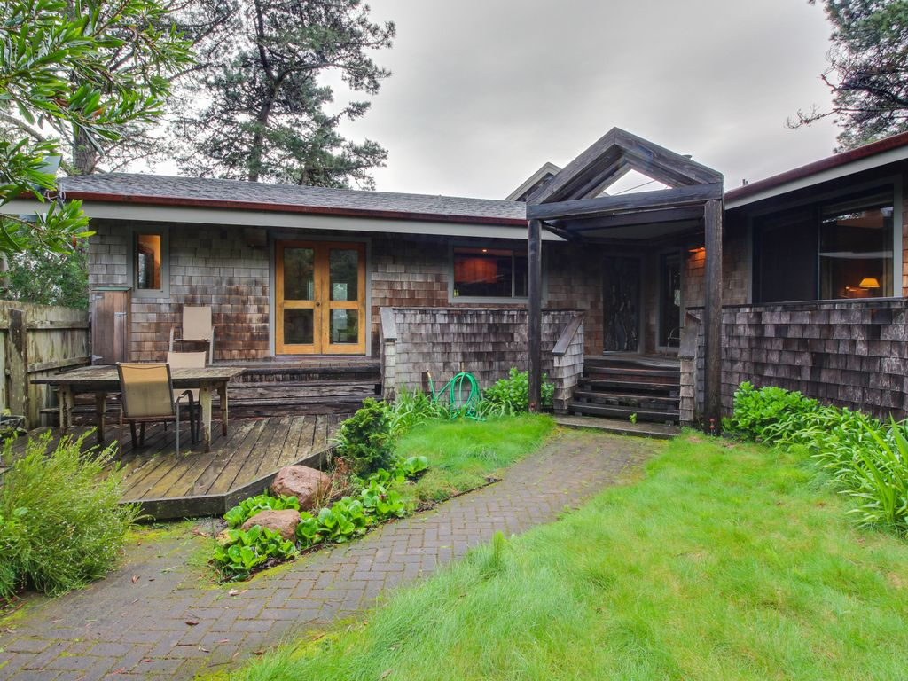 Lovely Meadow Cottage W/ Hot Tub, Gardens, Shareed Pool, U0026 Ocean Views!