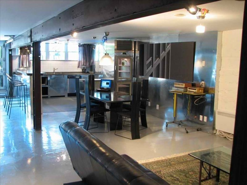 Industrial montreal style loft bachelor bachelorette event for Cabin rentals in montreal canada