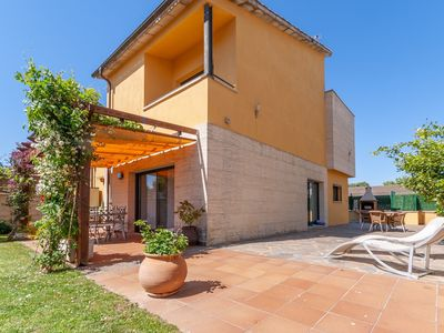 Photo for Semi-detached holiday home with communal pool, only 1200 meters from the beach.
