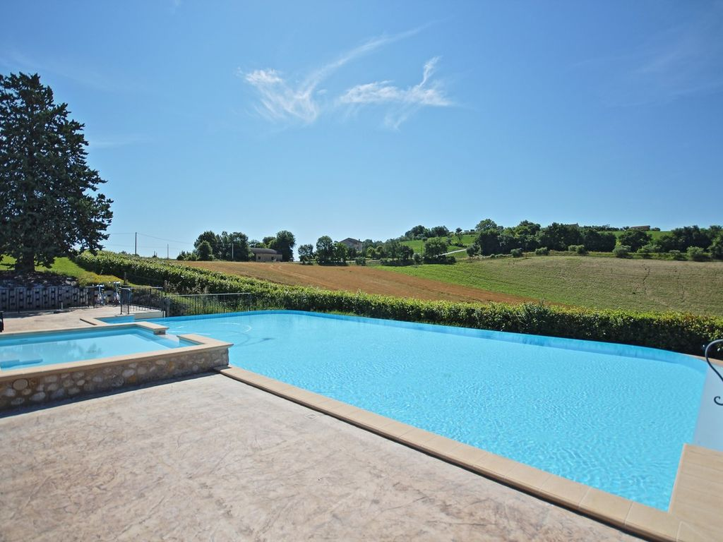Cosy apartment in farmhouse with swimming pool, 10 minutes from the ...