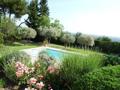 Photo for Beautiful villa with swimming pool in Provence near Avignon & Luberon, magnificent view