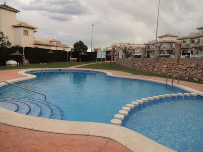 Pool close by with Wi-Fi & safe steps with rail and shallow end for children