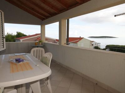 Photo for Two bedroom apartment with terrace and sea view Milna (Vis)