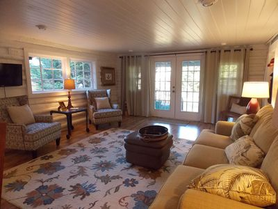 Jules' Point: Newly Restored 1800's Log Cabin