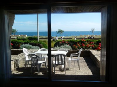 Photo for Spacious and comfortable T3, 180 ° view on the Great Carnac Beach