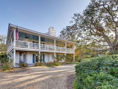 Photo for Large marsh front home, sleeps 16 and within walking distance to beach.
