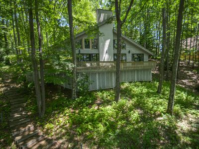 Alluring 3 Bedroom home featuring premiere lakefront!