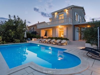 Photo for Lovely modern villa with pool near Split