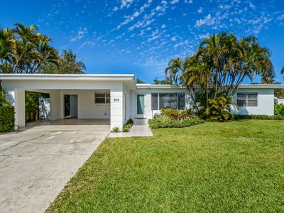 Photo for Spacious 3 bedroom home minutes from the airport and famous Palm Beach!