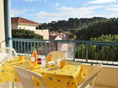 Photo for Apartment Le Lavandou, 3 bedrooms, 6 persons