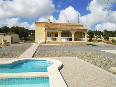 Photo for Detached villa with pool near the sea