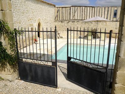 Photo for Superior gite with wonderful pool and impressive views