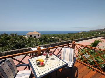 Country house with a pool, a large garden, and a view of the sea - 2