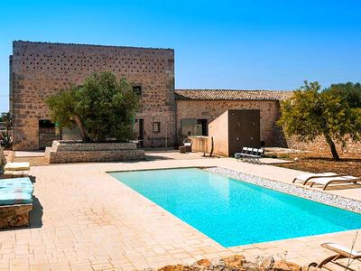 Photo for Beautiful villa with swimming pool surrounded by nature near Ragusa and the sea