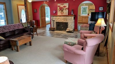 Modernized Classic Log Home Close to Shopping and Sunset Walks