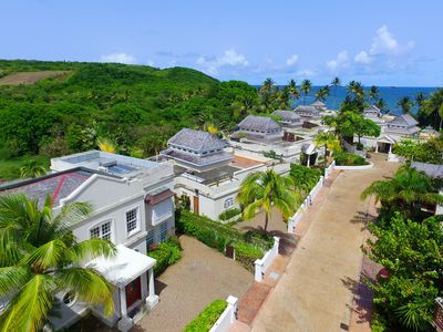 Photo for 4 bedroom villa with private pool  only a few hundred meters from the sea