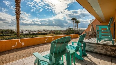 One of the largest 2 Bd, 2Ba condos in Destin, Huge Patio overlooking the Gulf