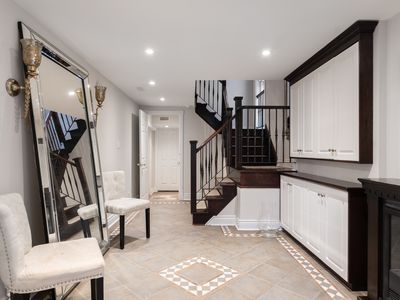 Photo for Luxury 3 BR Yorkville Escape. Sleeps 9 + Parking