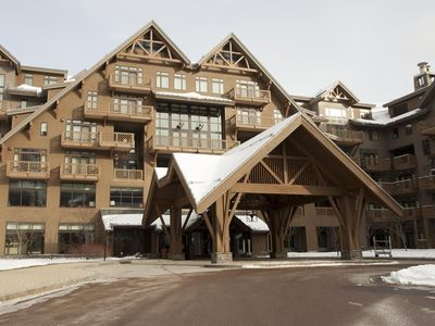 Stowe Mountain Lodge Front Entrance