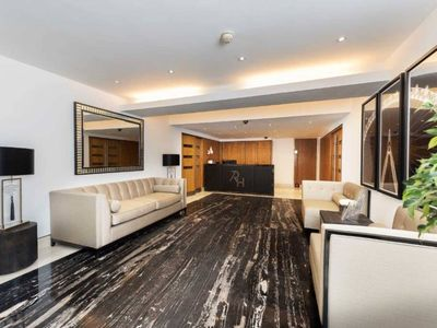 Photo for Quality 1 Bedroom Kensington Family Apartments  - Close to Main Attractions