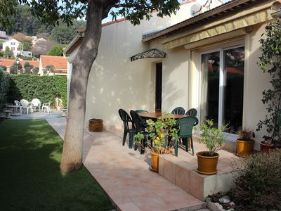 Photo for Charming gd Provençal villa on one level very sunny, quiet, close to the beach