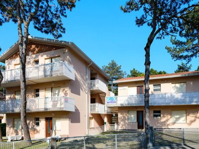 Photo for One bedroom Apartment, sleeps 4 in Lignano Sabbiadoro with WiFi