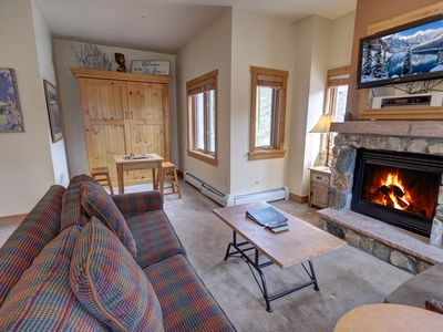 Photo for Expedition Station 8561- FIREPLACE, Walk to slopes, FREE WIFI, sleeps 6! By SummitCove Lodging!