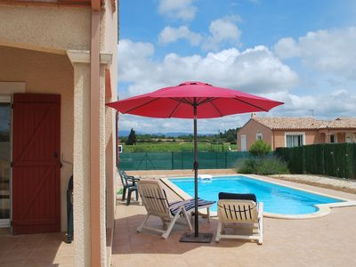 Photo for Modern house in quiet cul-de-sac. Private pool.