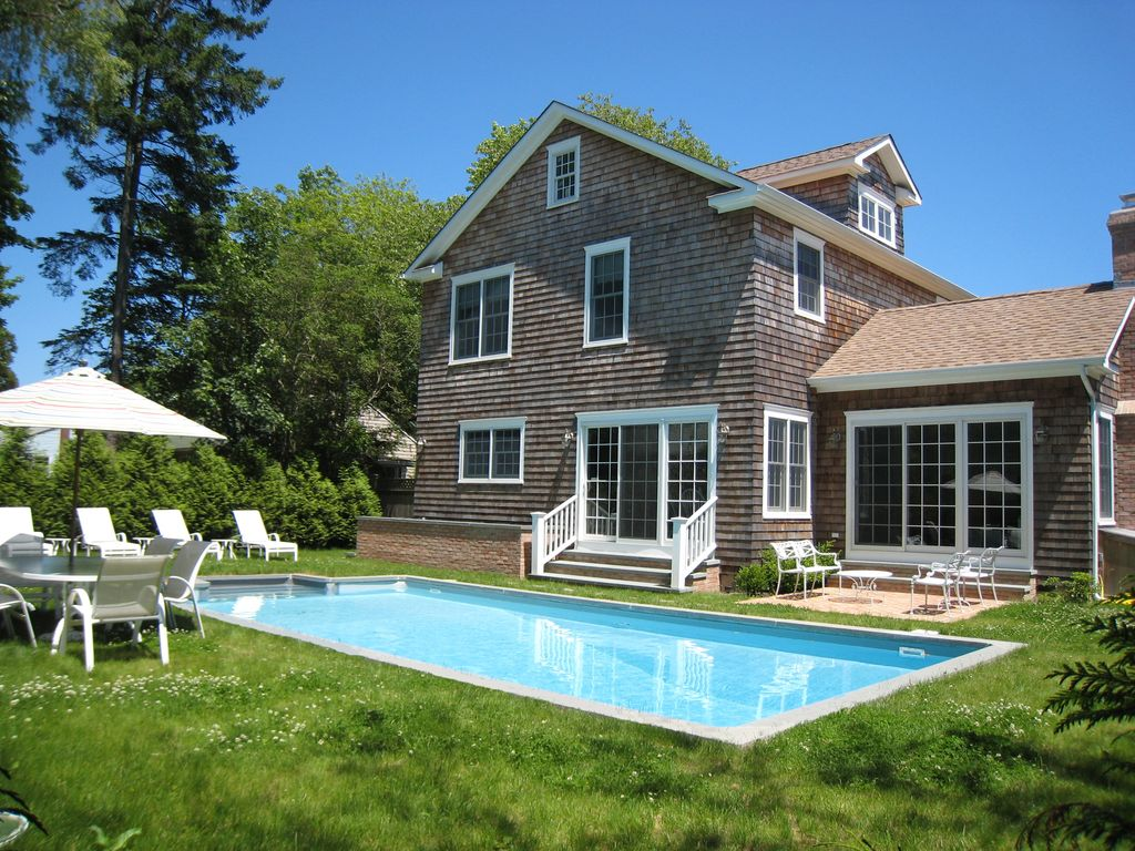 Walk In Pools Walk To Cafes In East Hampton Village Homeaway Village Of