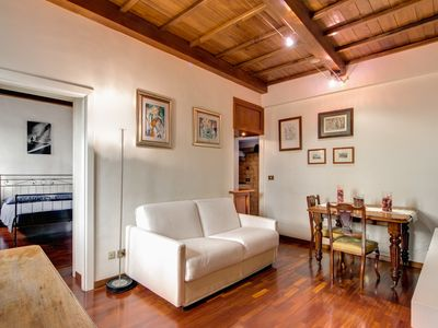Photo for Lovely one bedroom apartment at Via Mario dei Fiori at 2min from Spanish Steps and Trinità dei Monti