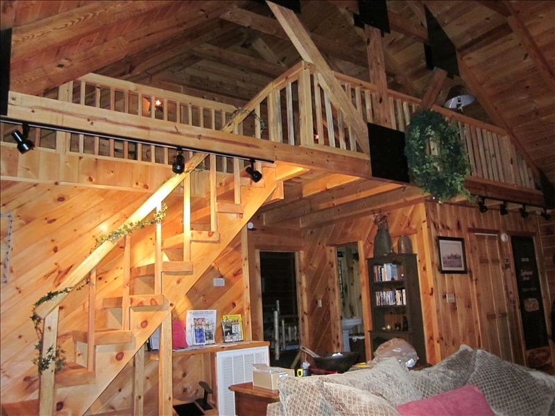 Delicieux Awesome Spacious Log Cabin With Cathedral Ceilings And Track Lighting  Throughout