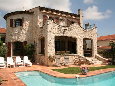 Photo for Charming Provencal farmhouse, nice and well located, with pool