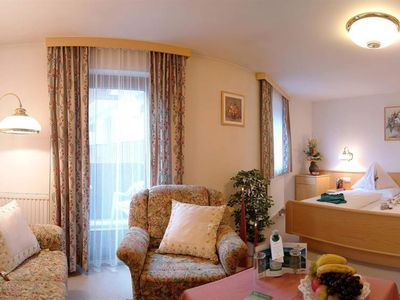 """Photo for Double room """"De Luxe"""" with bath / shower, WC - Winkler, spa and sports hotel"""