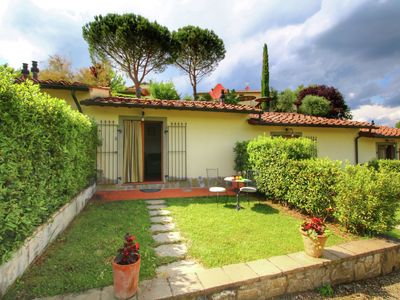 Photo for Home with swimming pool in a cental location in Tuscany