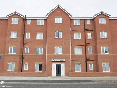 Photo for Lovely 2 Bed Apartment close to the City Centre