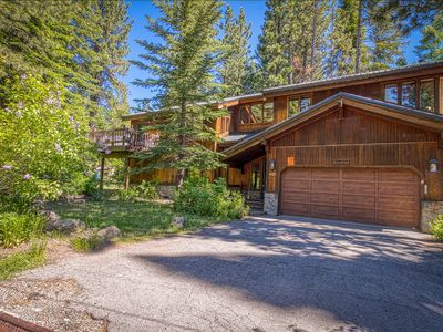 Photo for Elegant home w/ jetted tub - 2 blocks from Tahoe Pines Beach