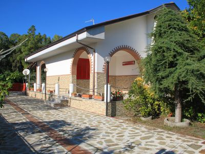 Photo for Wonderfully warm holiday home just 70 meters from the long sandy beach