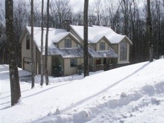 Contemporary 3 level Luxry Hm on Okemo Mnt, FAMILY Friendly, shuttle 4 homesaway