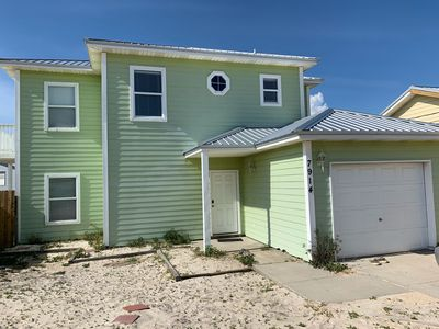 Photo for Bright and Cozy Beach Cottage, 3 bdrm-2.5 bath, sleeps 8-10, 2 blk walk to beach