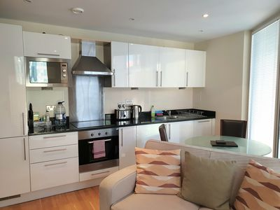 Photo for Luxurious 1 Bedroom apartment, only 5 minute walk from Canary Wharf