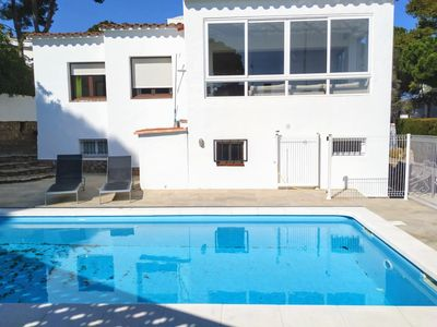Photo for Villa Cavallera, high standing, 6 bedrooms, pool, barbecue, for 10-12p