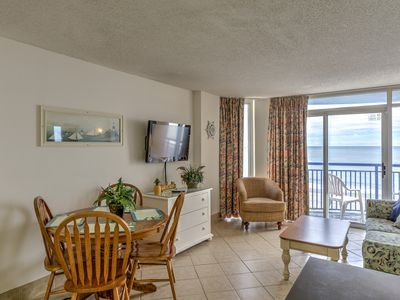 Photo for Oceanfront,4th floor,best price,minutes to Skywheel,grill,lazy river,indoor pools