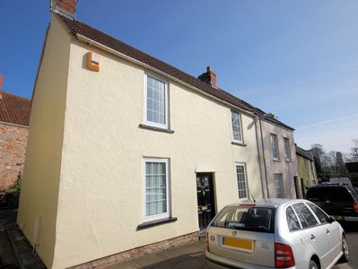 Pretty cottage located right in the heart of Wells