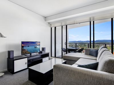 Photo for Comfortable, modern 2 bed apartment with City Views