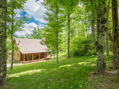 Photo for Great 4 BR pet friendly cabin with game room and close proximity to Old Man's Cave
