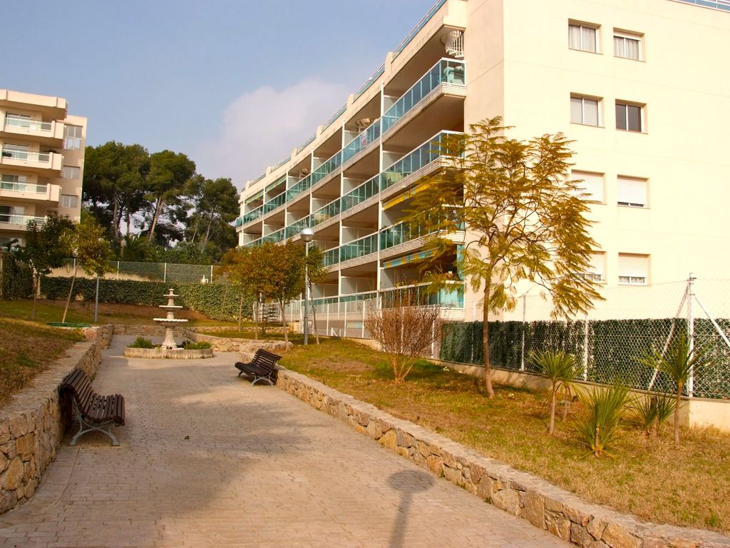 QUIET APARTMENT WITH AIR CONDITIONING, 30Mt2 TERRACE, GARDEN, POOLS ...