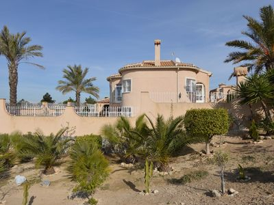 Photo for Large, detached villa with private swimming pool and expansive view in Benijofar