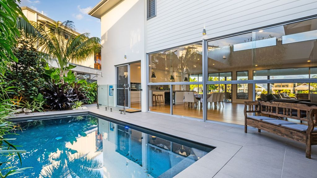 Luxurious Waterfront Home in Noosa Waters